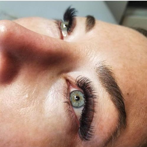 Volume full set of lashes by Michelle