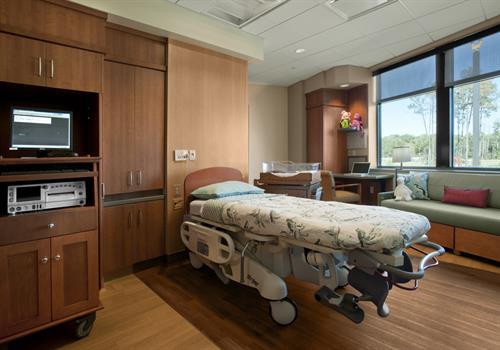 CHI St. Luke's Vintage Women's Center Patient Room