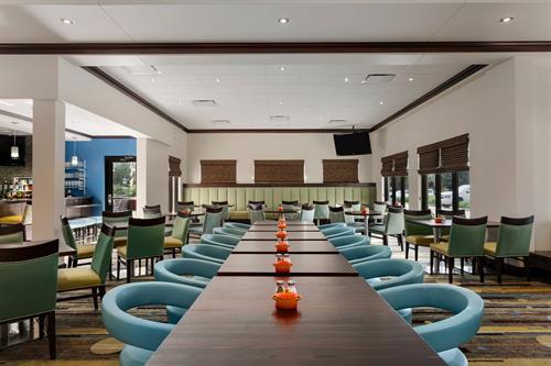Gallery Image Hilton_Garden_Inn_Houston_Northwest_-_Restaurant_-_829935(1).jpg