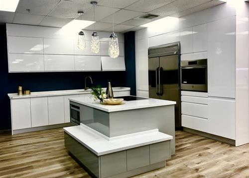 Gallery Image Lacquer_White_and_Lacquer_Ash_1.jpg