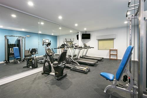 Gallery Image Fitness_Room_2.jpg