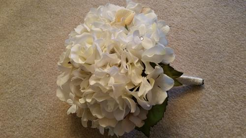 Hand Held Rose & Hydrangea Bouquet