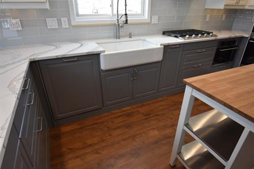 Single bowl Farmhouse sink with trash pull out
