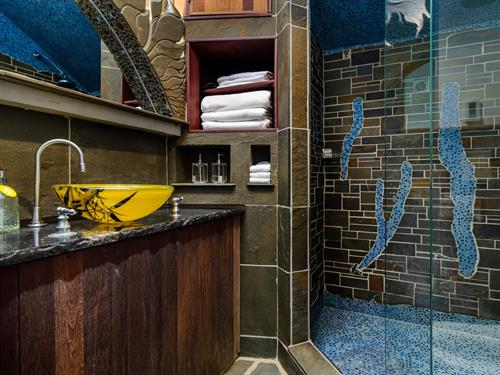 Finger Lakes Cottage bathroom