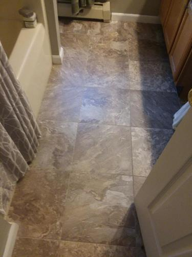 Groutable hybrid stone vinyl tile