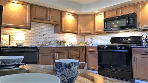 Gallery Image 2_-_kitchen.jpg