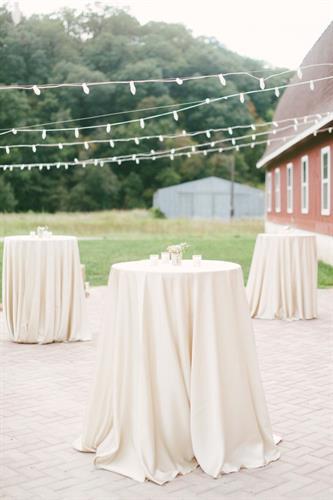 Gallery Image a7201a92609ec822019bb3b29813558a--barn-wedding-photos-romantic-barn-wedding.jpg