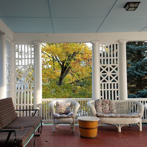 Gallery Image wraparound_porch.jpg