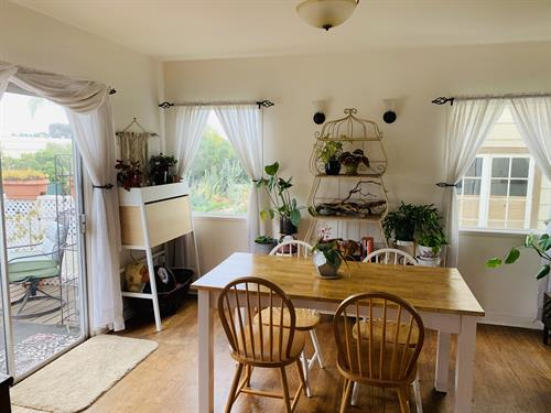 After photo of dining room session
