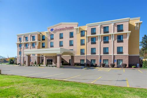 Comfort Suites Hopkinsville - Hopkinsville's newest hotel, featuring spacious 100% Smoke Free Suites, with a refrigerator, microwave, and sofa pull out in every room.