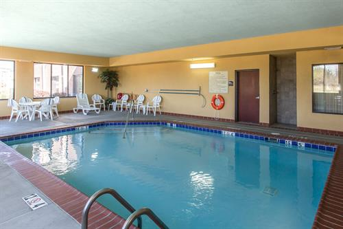 Comfort Suites Hopkinsville - Indoor Heated Salt-Water Swimming Pool