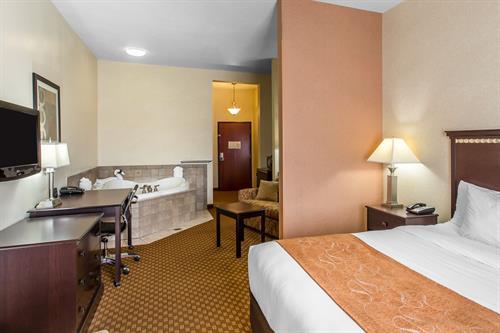 Comfort Suites Hopkinsville - Single King Bedroom Jacuzzi Suite