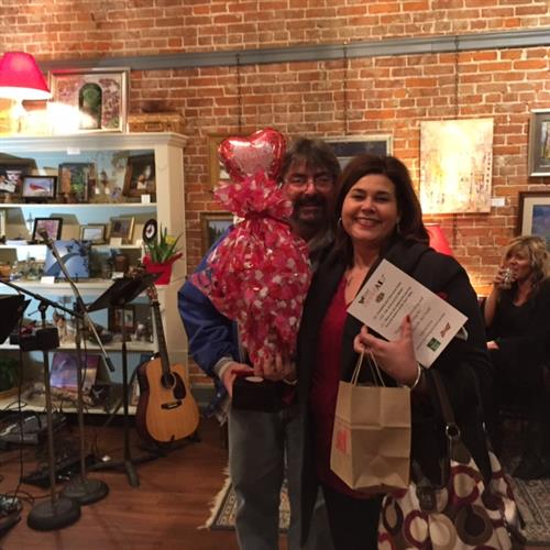Holly Boggess winning a door prize at Be My SweetArt event