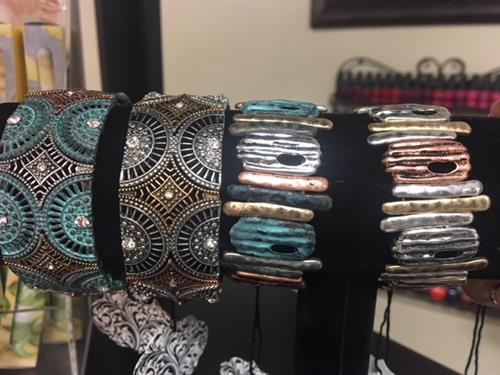 Spring 2018 trend - Patina jewelry