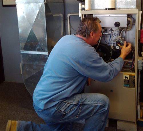 Service Manager, Greg Rudd, performing annual maintenance for a Kent Discount Club member