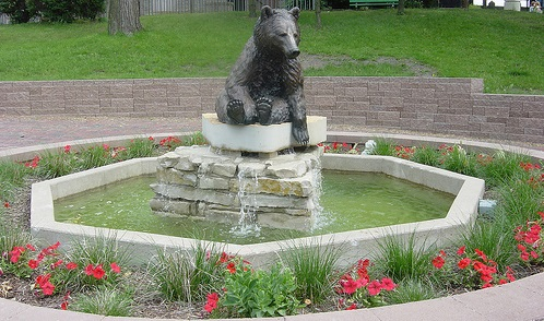 Gallery Image bear_fountain_10.jpg