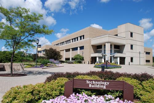 Gallery Image tech2.jpg