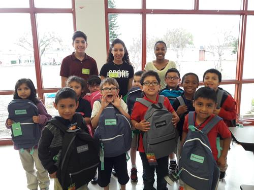 Ruskiin students receive free backpacks from fundraiser by USF students