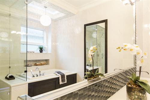 Gallery Image Master_Bathroom.jpg