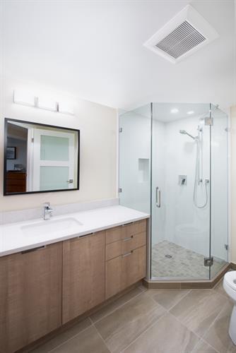 North Vancouver Condo Guest Bath