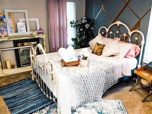 """Feminine bedroom queen size 10"""" memory foam bed"""