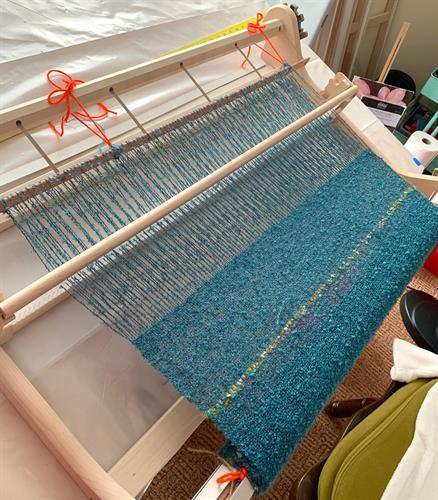 Gallery Image Weaving_a_scarf.jpg