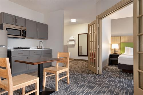 Gallery Image Country_Inn__Suites_by_Radisson._Brookings._SD_-_1_K_Bed_with_Kitchenette_-_1454695.jpg