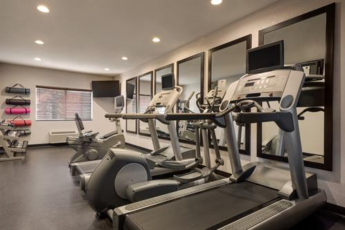 Gallery Image Country_Inn__Suites_by_Radisson._Brookings._SD_-_Fitness_Center_-_1454648.jpg