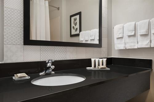 Gallery Image Country_Inn__Suites_by_Radisson._Brookings._SD_-_Guestroom_Bathroom_-_1454712.jpg