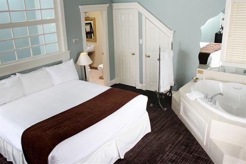 Gallery Image Romantic-Hideaway-Suite..jpg