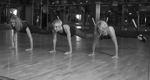 Group TRX plank