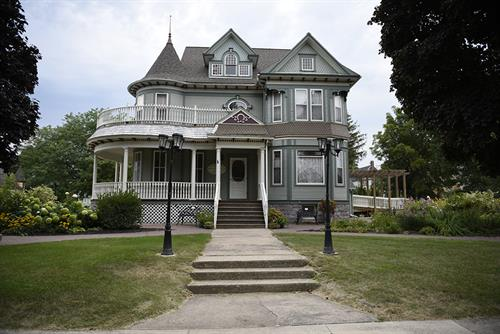 1901 Victorian House & Gardens, Lake Mills, Iowa. Photo Cred: Lorinda Groe