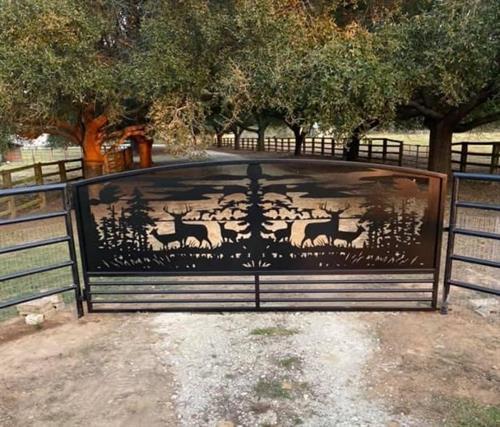Gallery Image deer_gate_with_horizontal_posts.jpg