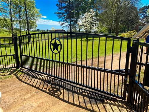 Gallery Image longview_gate.jpg
