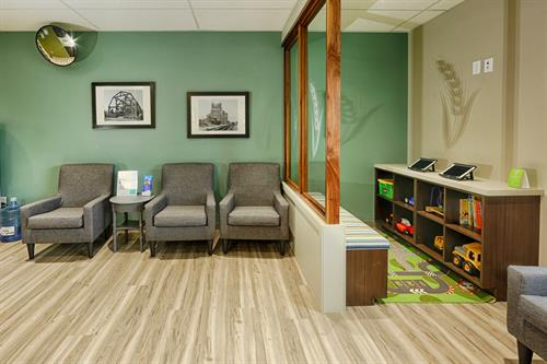 Prairie Dental Leduc - Reception & Kids Area