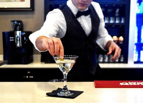 Gallery Image bartender3.jpg