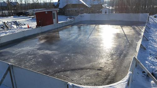 Custom hockey rink boards with heated shed