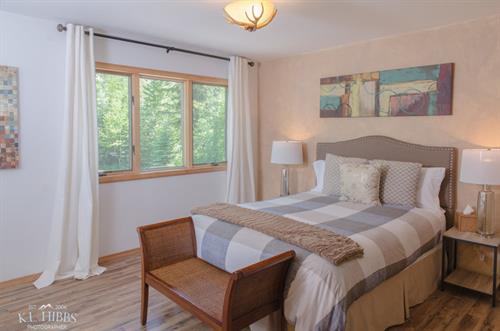 Cottonwood Queen Suite