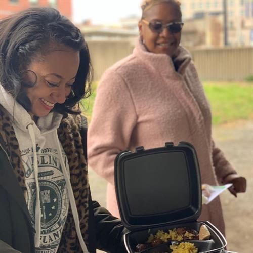 Feeding the Homeless with Dr. Ian Speaks and Blake Sherrie Books 2019