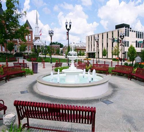 Gallery Image Fountain_on_the_square.jpg