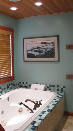 Gallery Image MBR_jacuzzi.JPG