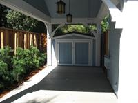 Long drive & covered car port - up to 3 cars