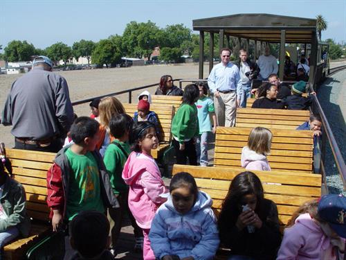 Gallery Image JP-051607-School_train-Bones_passengers.jpg