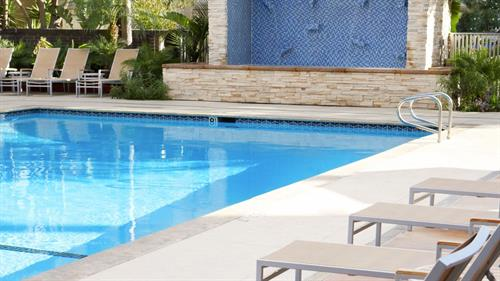 Gallery Image poolseating.jpg