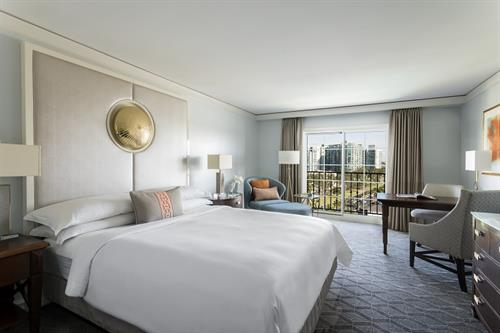 Club Level Guest Room, King Bed