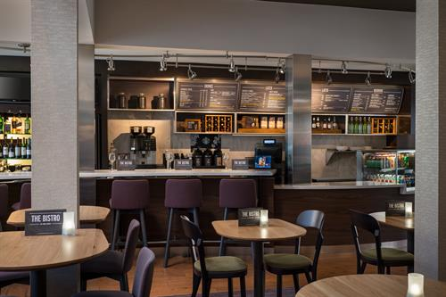 Our El Segundo hotel's restaurant, The Bistro, serves tasty breakfast dishes in the morning and delicious dinners in the evening. We also offer signature beverages made with real Starbucks® coffee.