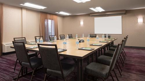 Host your next El Segundo business gathering in our meeting facilities. Deliver an impressive presentation using our AV equipment, then treat your guests with our catering options.