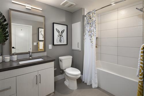 Gallery Image marinadelrey_interior_bathroom.jpg