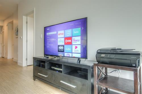 1 Bedroom - Roku/ Netflix Ready