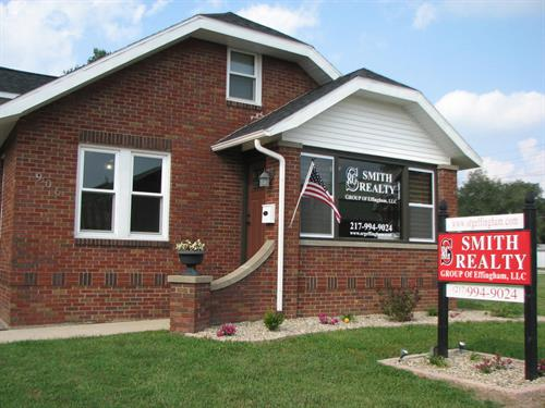 Smith Realty Group of Effingham, LLC - Office 906 W. Jefferson Av., Effingham